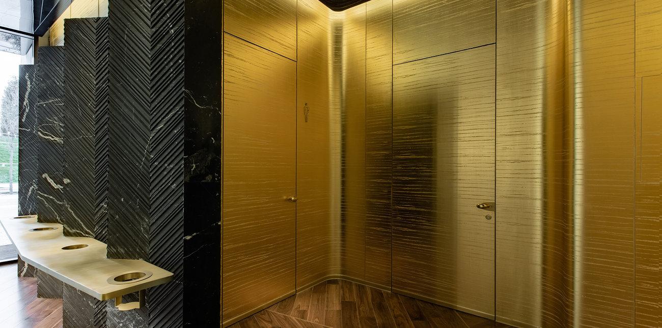 Двери и панели в санузле и вип-комнате