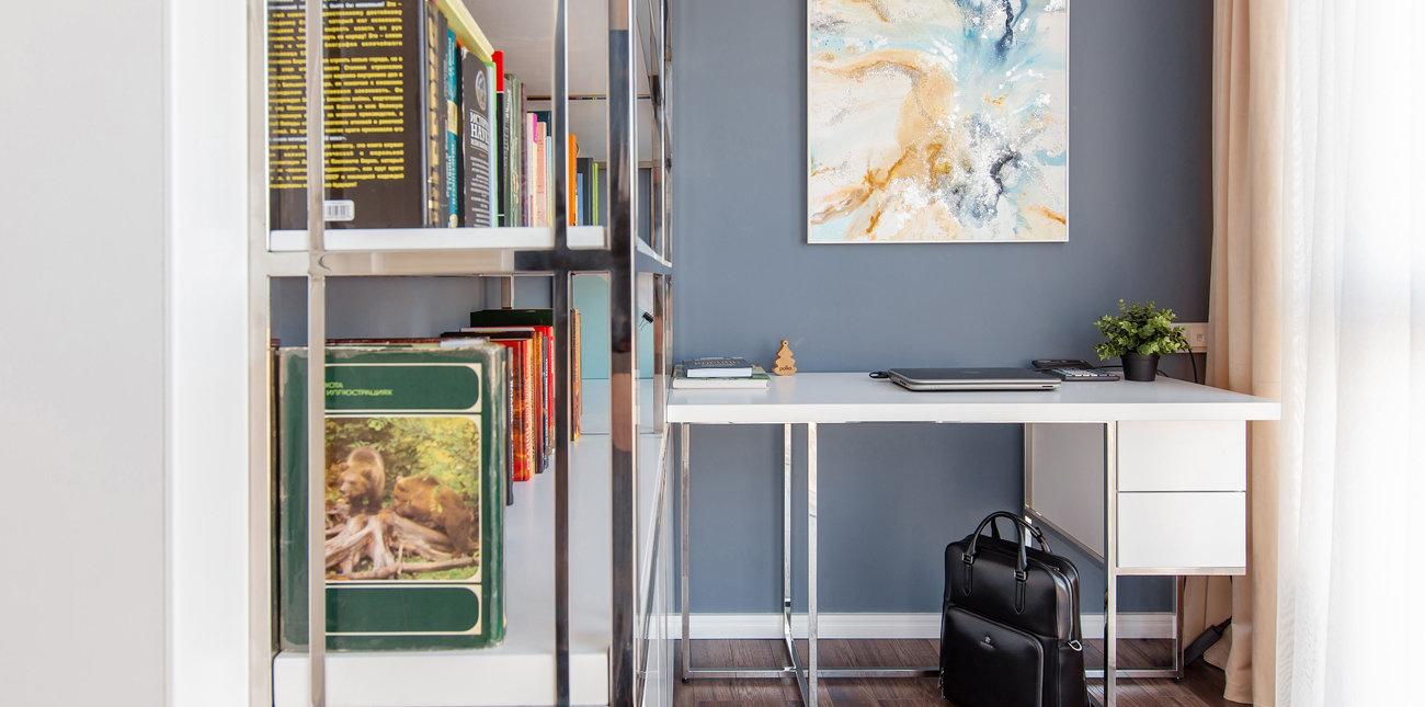 Конструкция, объединяющая книжный стеллаж и рабочий стол