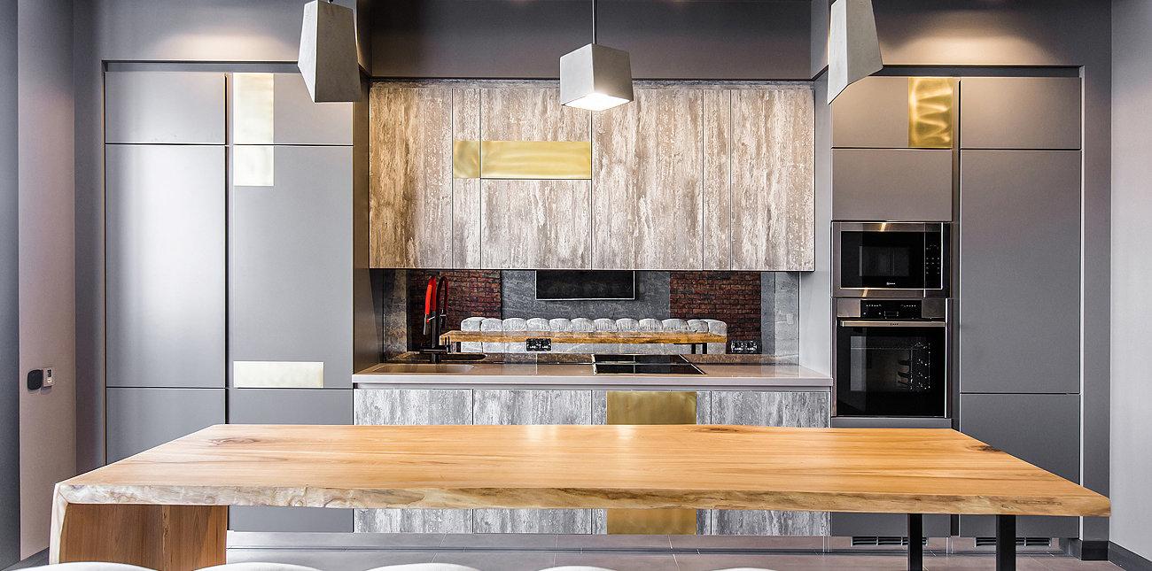Кухня с фасадами из каменного шпона