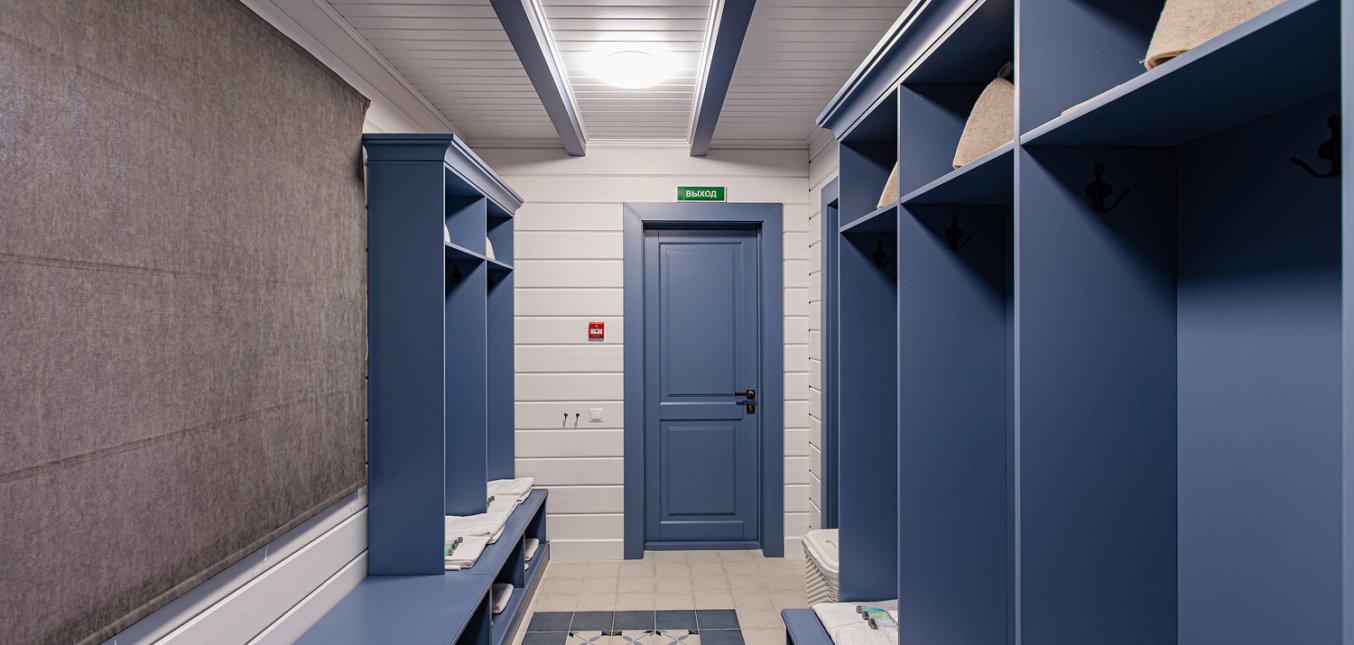 Шкафы в раздевалках в коттедже